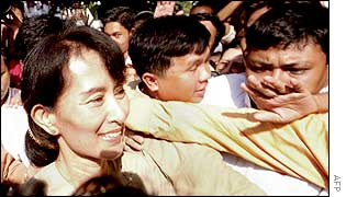 Opposition leader Aung San Suu Kyi is mobbed after he release from house arrest, May 2002