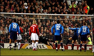 Jan Simak misses the penalty in the Champions League between Manchester United and Bayer Leverkusen