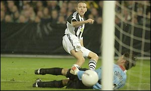 Craig Bellamy scores Newcastle United's first goal