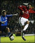 Ruud van Nistelrooy of Man Utd battles with Thomas Kleine of Bayer Leverkusen