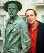 Tom Paulin with a statue of James Joyce