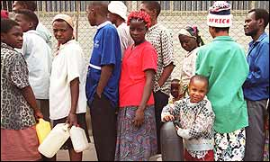 Zimbabweans queuing for fuel