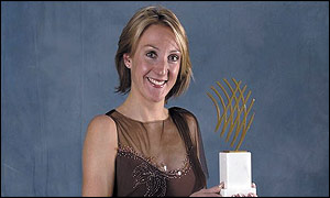 Paula Radcliffe poses with her award