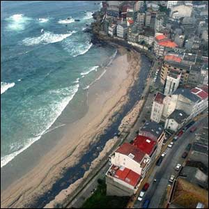 Aerial shot of oil on Malpica beach ( photo courtesy of AFP)