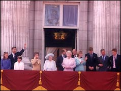 Queen Mother and Royal Family on Buckingham Palace balcony