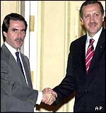 Tayyip Erdogan (r) with Spanish PM Jose Maria Aznar