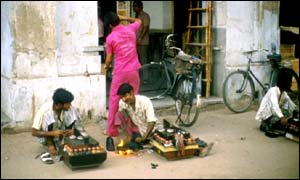 Young shoeshiners in Delhi
