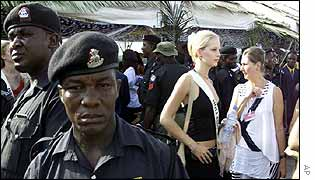 Nigerian guards surround unidentified Miss World contestant