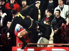Eric Cantona attacks Matthew Simmons