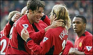 Ruud van Nistelrooy is congratulated by Diego Forlan