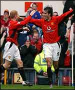 Scholes celebrates with Van Nistelrooy