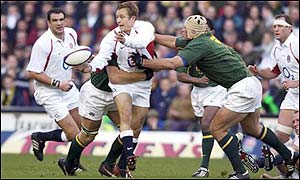 Jonny Wilkinson passes the ball under pressure