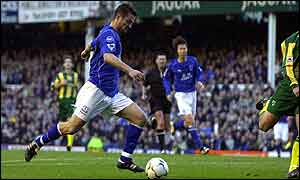 Tomasz Radzinski piuts Everton ahead at Goodison Park
