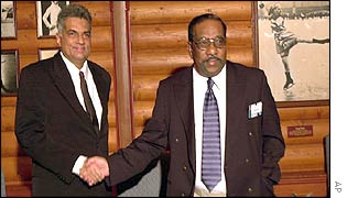 Sri Lanka PM Ranil Wickramasinghe (left) and Tamil Tigers chief negotiator Anton Balasingham meet in Oslo