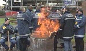 Glasgow firefighters picket