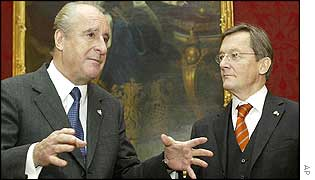 Schuessel (right) meets Austrian president