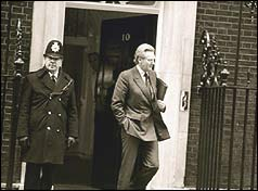 Michael Heseltine leaving Number 10