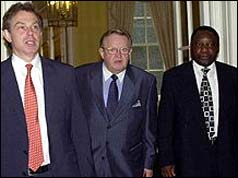 Tony Blair with Martti Ahtisaari (c) and Cyril Ramaphosa (r) who inspected the weapons