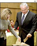 Binyamin Netanyahu and his wife vote