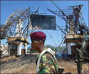 Kenyan soldier at the demolished entrance to the Mombasa Paradise hotel