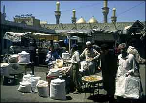 Baghdad street scene and mosque - BBC