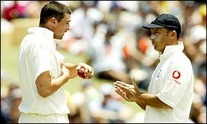 Steve Harmison discusses tactics with England captain Nasser Hussain after Harmison's appeals are dismissed