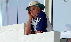 Duncan Fletcher watches the final moments of the Perth Test match