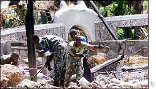 Kenyan soldiers sift through hotel rubble