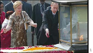 Russian President Vladimir Putin and his wife Lyudmila spread flowers over Rajghat memorial to Mahatma Gandhi