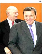 Peter Struck (left) and Gerhard Schroeder (right)