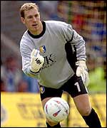 Kevin Pilkington in action for Mansfield