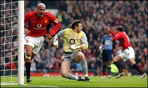 Juan Sebastian Veron turns away after putting Man Utd ahead