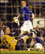 Gary Naysmith scores for Everton