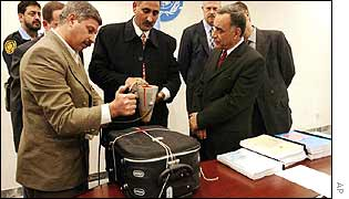 Iraqi officials seal the dossier case