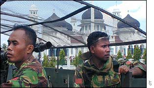 Indonesian soldiers guard the Baiturrahman mosque in Banda Aceh, Aceh