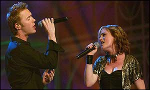 Fame Academy's Sinead Quinn duets with Ronan Keating