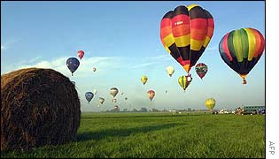 Balloons at international gathering of balloonists