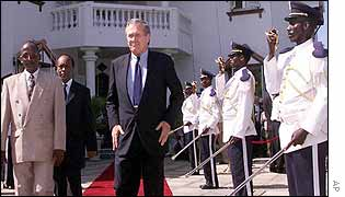 Djibouti President Omar Ismael Guelleh (l) and Donald Rumsfeld (c) with presidential guards (r)