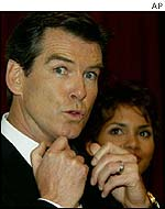 Pierce Brosnan and Halle Berry at the film's premi�re