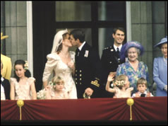 Photograph of the Duke and Duchess of York kissing on Buckingham Palace balcony