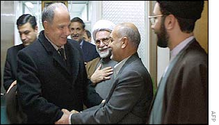 Iraqi opposition leader, Ahmed al-Chalabi (l) shakes hands with Sciri members