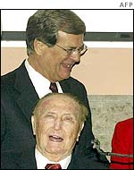 Trent Lott behind Strom Thurmond at Mr Thurmond's 100th birthday party