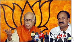 Deputy PM LK Advani (left) and BJP President Venkaiah Naidu at presser in Delhi