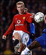 Manchester United midfielder Paul Scholes fires just wide