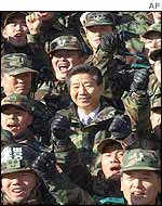 South Korean troops surround President-elect Roh