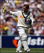 Justin Langer acknowledges the applause at the MCG