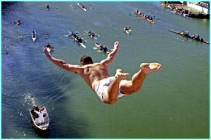 Ricardo Russi jumps from the Ponte Vittorio in Rome in a New Year's tradition