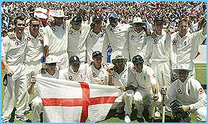 The England team celebrate winning with fifth Test