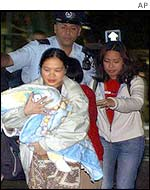 Asian women at scene of Tel Aviv bombing, Jan. 2003