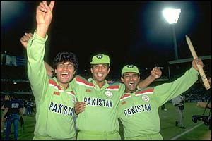 Pakistan players Mahmood Fazal, Wasim Akram and Aamir Sohail celebrate their victory